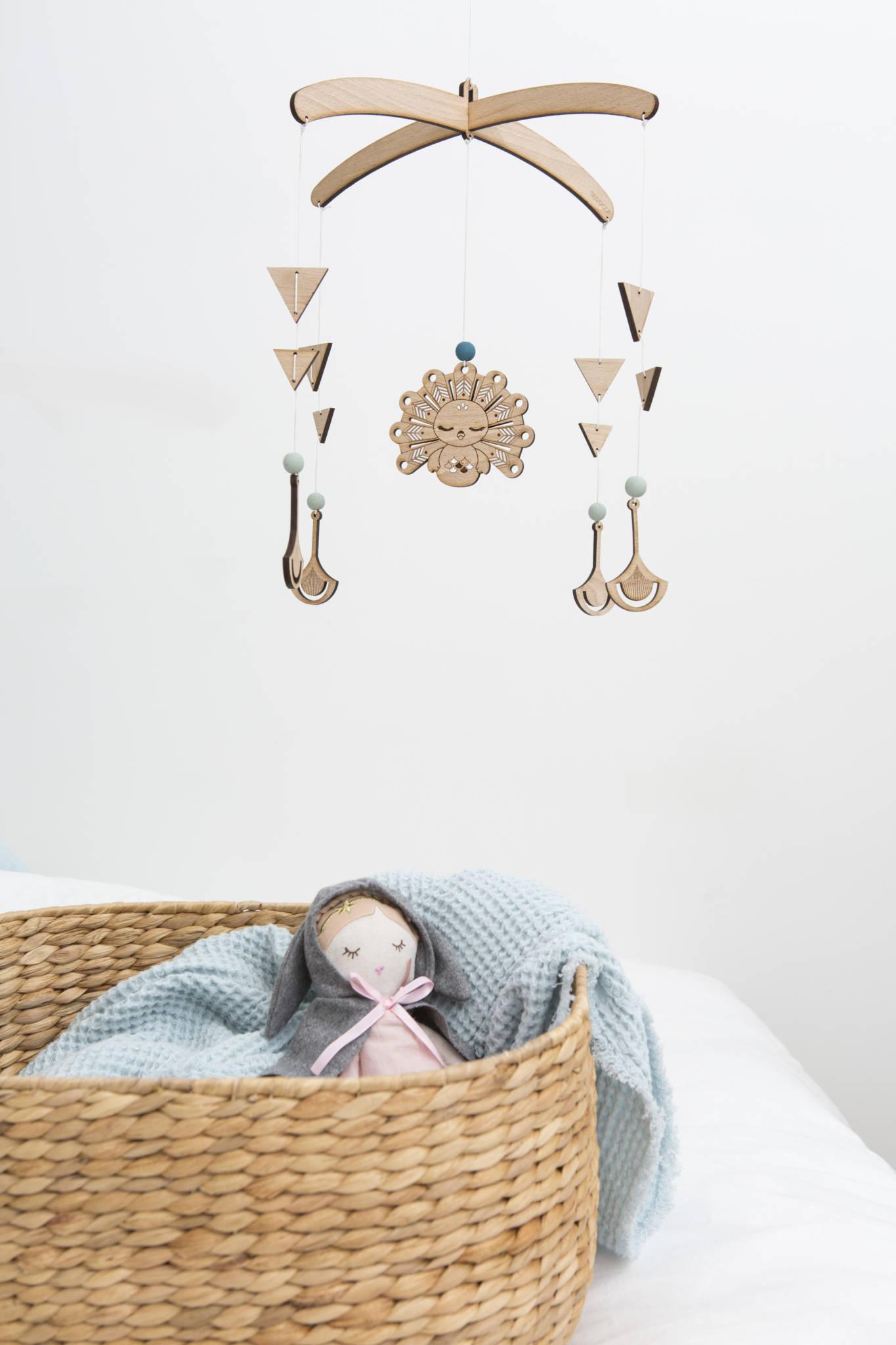 mobile bois bébé décoration chambre enfant