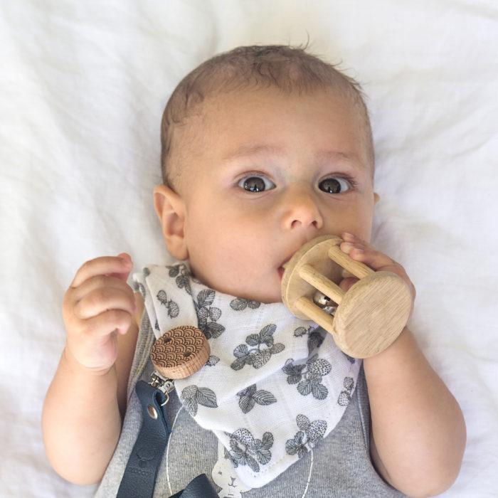 attache tetine bebe cadeau naissance