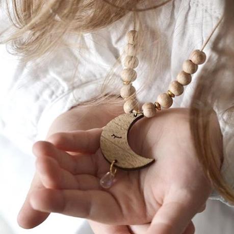 collier enfant lune bois cuir