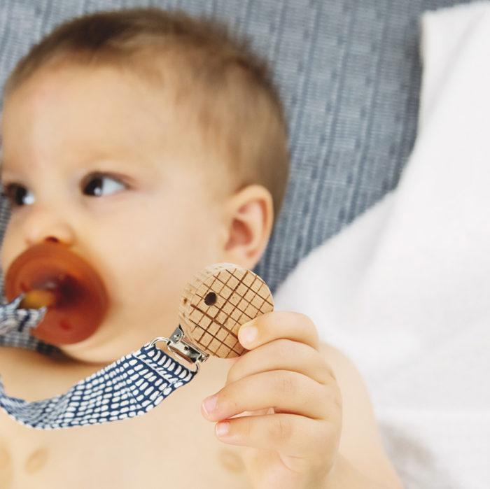 bebe accroche tetine design original