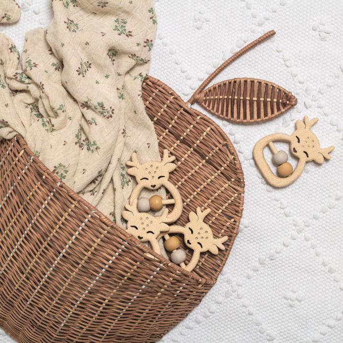 hochet en bois cadeau de naissance decocot
