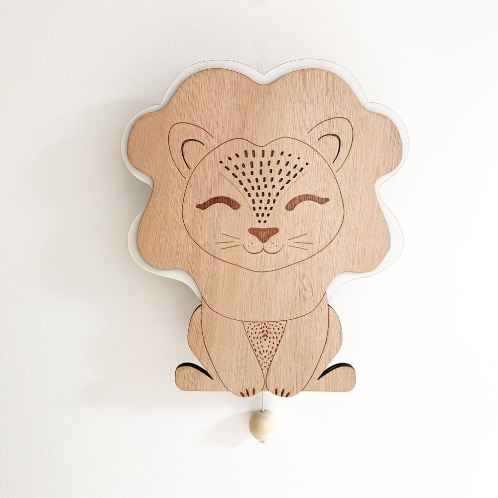 boit à musique en bois lion