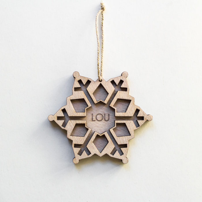décoration de noel étoile gravée nom