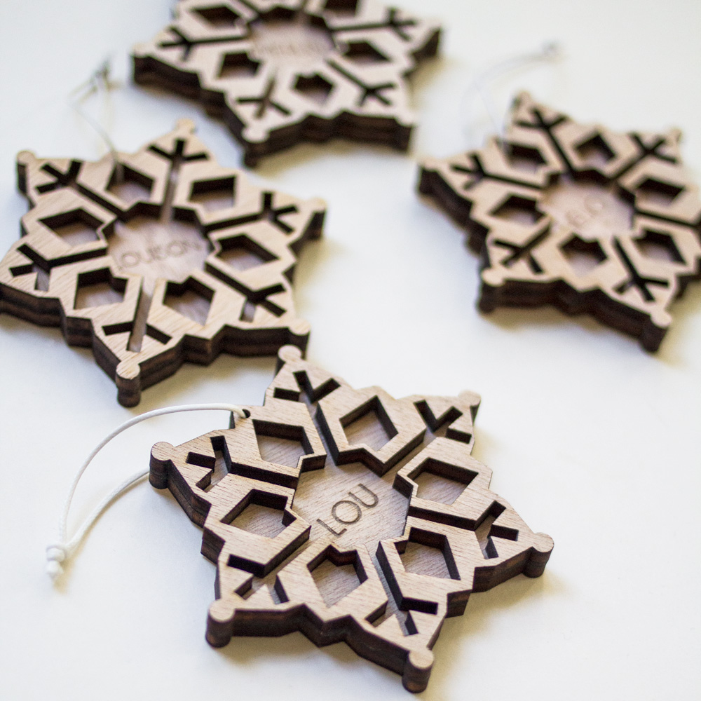 étoiles de noel à suspendre décoration sapin gravées