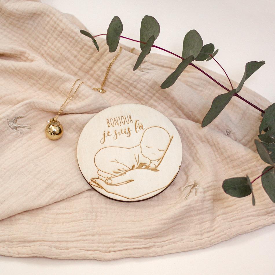 bienvenue bébé naissance médaillon en bois gravé