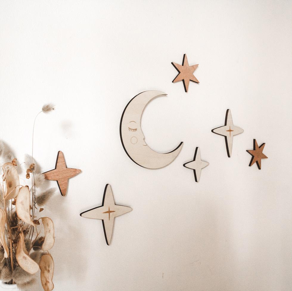 decor mural en bois en forme d'étoiles et de lune
